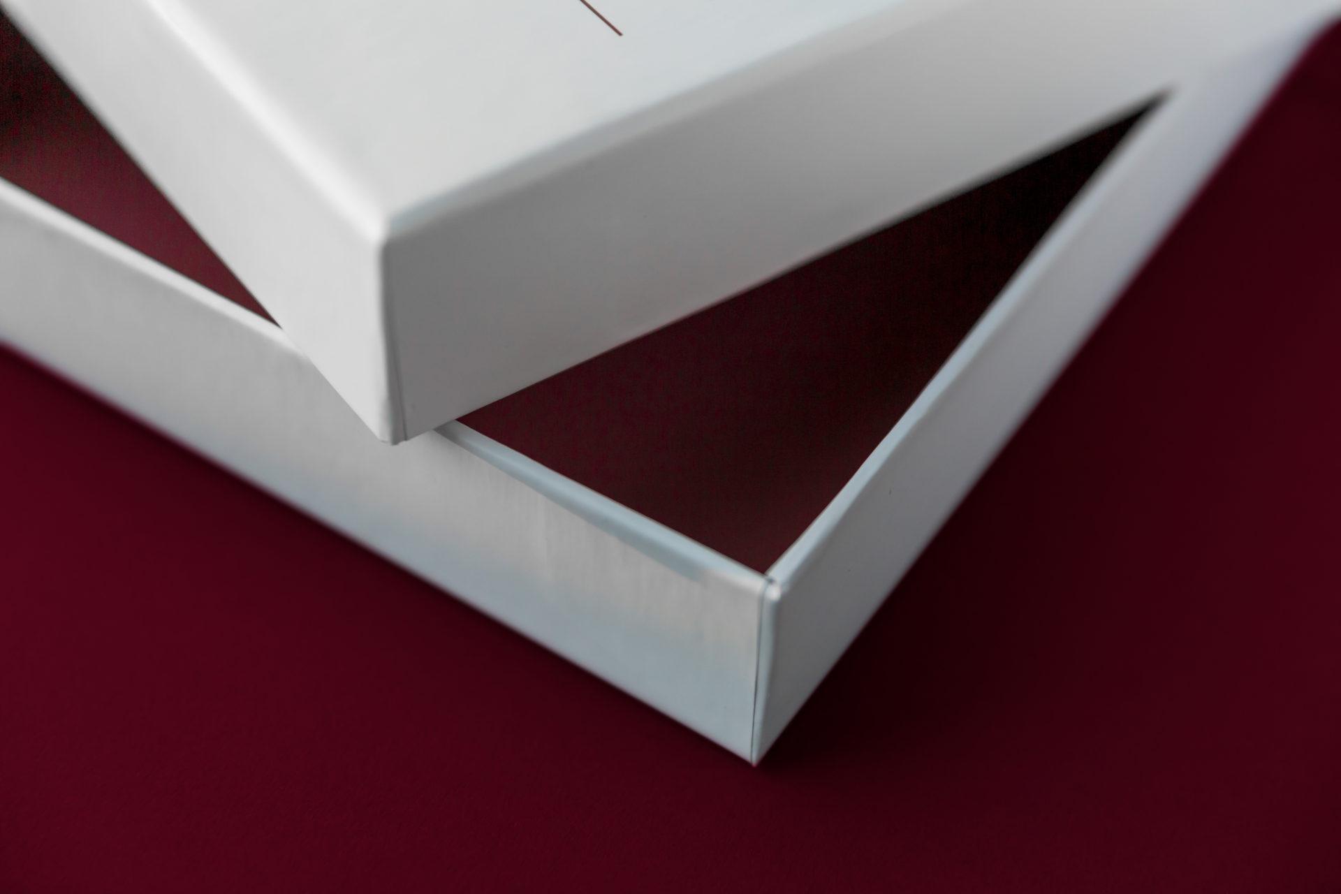 Doos-Deksel in A4 formaat met gekleurde binnenzijde