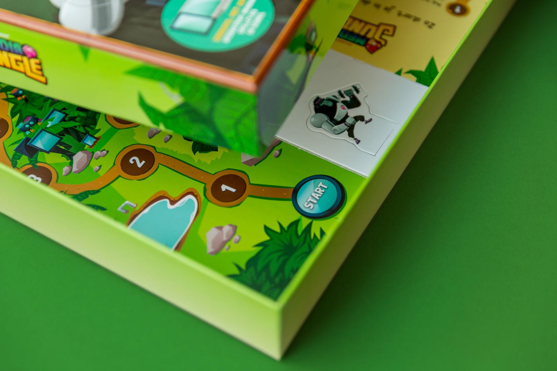 Spel doos-deksel met spelbord -en poppetjes